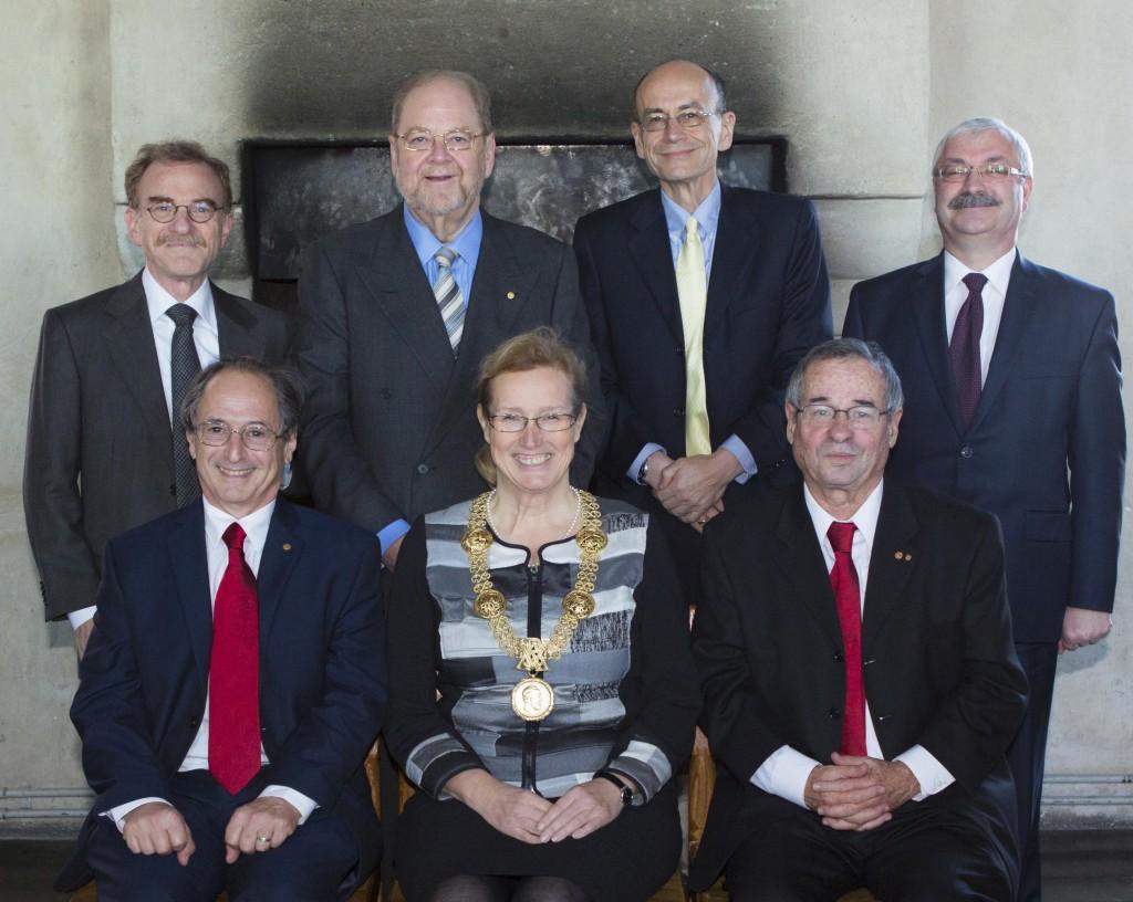 Översta raden från vänster: Randy Schekman, James Rothman, Attila Zimonyi. Nedersta raden från vänster: Michael Levitt, Eva Åkesson, Arieh Warshel. Foto: Mikael Wallerstedt.